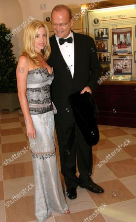 Mr Kelsey Grammer and His Wife Mrs Camille Donatacci Grammer Arrive at the White House For a Social Dinner Hosted by Us President George W Bush and First Lady Laura Bush in Honor of Prince Charles and Camilla the Duchess of Cornwall Wednesday 02 November 2005 in Washington Dc