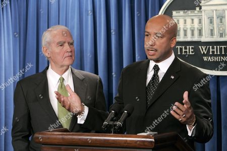 New Orleans Mayor Ray Nagin (r) and U S Federal Gulf Coast Recovery Director Don Powell Hold a Press Conference After a Meeting with President George W Bush at the White House in Washington Thursday 15 December 2005 Powell Announced a 3 1 Billion Dollar Program to Repair and Strengthen the Levees in New Orleans