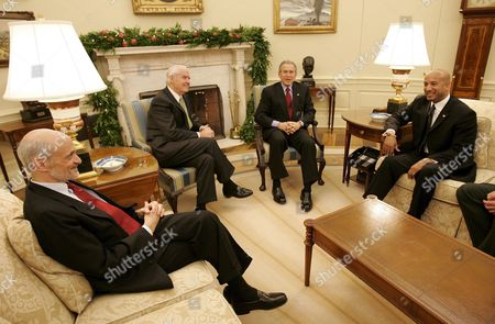 U S President George W Bush (2r) Meets with Secretary of Homeland Security Michael Chertoff (l) Federal Gulf Coast Recovery Director Don Powell (2l) and New Orleans Mayor Ray Nagin to Discuss a New Plan to Strengthen and Rebuild the New Orleans Levees in the Oval Office of the White House in Washington Thursday 15 December 2005 the Plan Calls For Closing Three Canals in the City