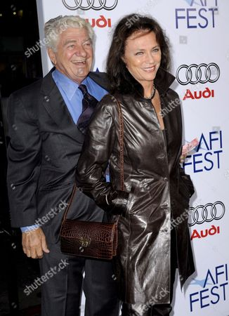 Us Actor Seymour Cassel (l) and Uk Actress Jacqueline Bisset (r)arrive For the Afi Fest Centerpiece Gala Screening of 'Che' in Hollywood California Usa 01 November 2008 'Che' is a Two-part Epic Film That Follows Che (benicio Del Toro) Fidel Castro and a Band of Cuban Exiles As They Mobilize the Country Overthrow the Us Supported Dictator Batista and Attempt to Spread the Revolution Throughout Latin America