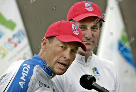 Olympian and Six -time Tour De France Champion Lance Armstrong (l) Declares His Support For New York City's Bid For the 2012 Olympic Games As Deputy Mayor and Founder of New York's 2012 Bid Dan Doctoroff Listens in New York's Central Park Thursday 07 April 2005