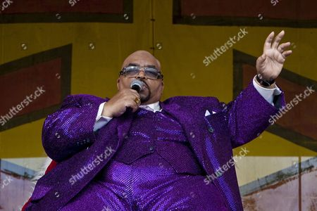 Us Rhythm and Blues Gospel Soul and Blues Musician Solomon Burke Performing On the Congo Square Stage at the New Orleans Jazz and Heritage Festival at the New Orleans Fair Grounds Race Course in New Orleans Louisiana Usa 30 April 2009 New Orleans Jazz and Heritage Festival Or Jazzfest Celebrates It's 40th Anniversary This Year with 12 Different Stages in an Annual 7-day Cultural Event That Encompasses Every Style Associated with the City of New Orleans Including Jazz Gospel Cajun Zydeco Blues Rhythm and Blues Rock Funk African Latin Caribbean Folk and Much More in Addition to Food Booths with Local Cuisine Exhibits Arts and Crafts