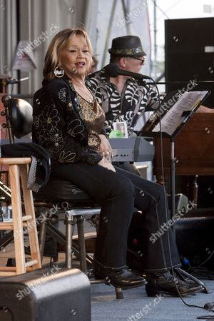Us Blues Soul Rhythm and Blues Gospel and Jazz Singer and Songwriter Etta James Performing On the Gentilly Stage at the New Orleans Jazz and Heritage Festival at the New Orleans Fair Grounds Race Course in New Orleans Louisiana Usa 26 April 2009 Jazzfest Celebrates It's 40th Anniversary This Year with 12 Different Stages in an Annual 7-day Cultural Event That Encompasses Every Style Associated with the City of New Orleans Including Jazz Gospel Cajun Zydeco Blues Rhythm and Blues Rock Funk African Latin Caribbean Folk and Much More in Addition to Local Cuisine Arts and Crafts