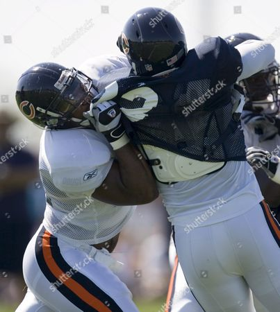 Chicago Bears Tight End John Owens (l) Blocks Defensive End Adewale Ogunleye (r) During a Workout at Their Training Camp in Bourbonnais Illinois On Saturday 30 July 2005 the Bears Open the Pre-season When They Participate in the Hall of Fame Game Against the Miami Dolphins On 8 August in Canton Ohio