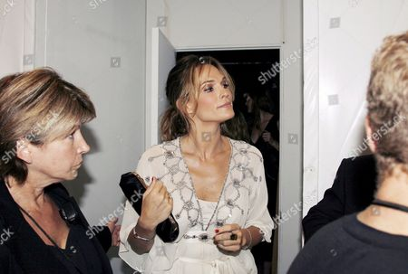 Us Actrss Molly Simms is Seen Backstage Before the Rosa Cha Fashion Show at Mercedes- Benz Fashion Week in New York City Usa 08 September 2007