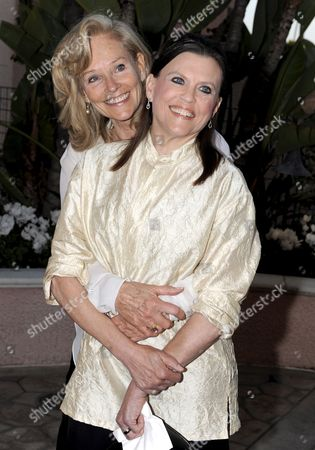 Wife of Late Us Actor Roy Scheider Brenda Siemer-scheider (l) and Us Actress Ann Reinking (r) Arrive For the 'Smiles From the Stars: a Tribute to the Life and Work of Roy Scheider' in Los Angeles California Usa 04 April 2009 the Event Honored the Late Actor and Two-time Academy Award Nominated Scheider As Well As Raised Funds For the Myeloma Institute University of Arkansas For Medical Sciences Myeloma Claimed the Life of Scheider