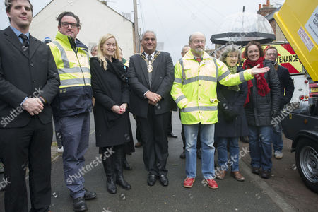 Nicola Blackwood MP joins local residents, flooding campaigners, Oxford City Councillors and the Lord Mayor of Oxford to mark the arrival of a new flooding pump for Earl Street, Oxford.