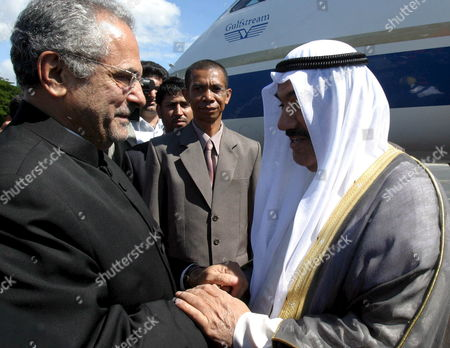 Kuwait's Prime Minister Sheikh Nasser Al-mohammed Al-ahmed Al-sabah (r) Shakes Hands with East Timor's President Jose Ramos Horta As He Arrives at Komoro Airport in Dili East Timor 01 June 2007 Sheikh Nasser Mohammad Al-sabah is in an Official Visit to Tighten Bilateral Relationship Between Two Countries