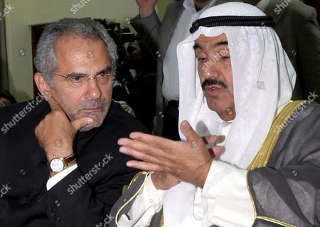 Kuwait's Prime Minister Sheikh Nasser Al-mohammed Al-ahmed Al-sabah (r) Talks to East Timor's President Jose Ramos Horta During a Meeting in Dili East Timor 01 June 2007 Sheikh Nasser Mohammad Al-sabah is in an Official Visit to Tighten Bilateral Relationship Between Two Countries
