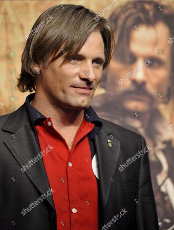 Us Actor and Cast Member Viggo Mortensen Poses For Photographers at a Press Event Promoting Spanish Film Director Agustin Diaz Yanes' Movie 'Altriste' at the Cervantes Institut in Tokyo Japan 01 December 2008 Mortensen Plays the Spanish Captain Alatriste a Heroic Figure From the Country's 17th Century Imperial Wars the Movie Will Be Screened in Japan From 13 December 2008