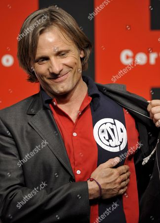 Us Actor and Cast Member Viggo Mortensen Displays His Favorite Argentine Soccer Club 'San Lorenzo Del Almagro' Shirt at a Press Event Promoting Spanish Film Director Agustin Diaz Yanes' Movie 'Altriste' at the Cervantes Institut in Tokyo Japan 01 December 2008 Mortensen Plays the Spanish Captain Alatriste a Heroic Figure From the Country's 17th Century Imperial Wars the Movie Will Be Screened in Japan From 13 December 2008