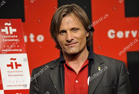 Us Actor and Cast Member Viggo Mortensen Poses For Photographers at a Press Event Promoting Spanish Film Director Agustin Diaz Yanes' Movie 'Altriste' at the Cervantes Institut in Tokyo Japan 1 December 2008 Mortensen Plays the Spanish Captain Alatriste a Heroic Figure From the Country's 17th Century Imperial Wars the Movie Will Be Screened in Japan From 13 December 2008