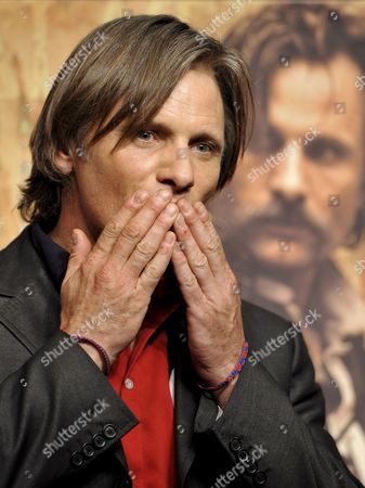 Us Actor and Cast Member Viggo Mortensen Reacts to Photographers at a Press Event Promoting Spanish Film Director Agustin Diaz Yanes' Movie 'Altriste' at the Cervantes Institut in Tokyo Japan 01 December 2008 Mortensen Plays the Spanish Captain Alatriste a Heroic Figure From the Country's 17th Century Imperial Wars the Movie Will Be Screened in Japan From 13 December 2008