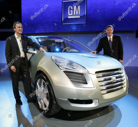 General Motors Corp Chaiman & Ceo Richard Wagoner (r) and Vice President of Research and Planning Larry Burns (l) Shows Off the Gm Sequel Concept Suv During the Press Days at the North American International Auto Show at Cobo Arena in Detroit Michigan On Sunday 09 January 2005 the Sequel is a Hybrid Concept That Runs On Hydrogen and Was Designed in Coventry England