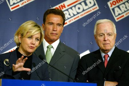 Stock Image of California Gubernatorial Candidate Arnold Schwarzenegger (c) Former Education Reform Advocate Lisa Graham Keegan (l) and Former Los Angeles Mayor Richard Riordan Talk to the Press After an Educational Summit Held at the San Jose Marriot On Wednesday 10 September 2003 Schwarzenegger is Running As a Republican For the Governorship of California Epa Photo/epa/jeff Carlick// United States San Jose