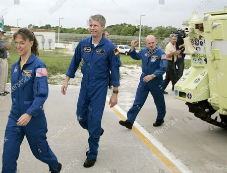 The Sts-121 Nasa Flight Crew Arrives at Launch Pad 39b For Questions From the Media As Part of the Terminal Countdown Demonstration Tests (tcdt) at Kennedy Space Center (ksc) Cape Canaveral Florida Wednesday 14 June 2006 the Tcdt is a Launch Dress Rehearsal That Occurs Prior to Each Shuttle Mission Astronaut Mission Specialists Lisa M Nowak (l) European Space Agency (esa) Astronaut Thomas Reiter (c) of Germany and Pilot Mark E Kelly (r) Walk Past the Launch Pad Escape Vehicle to Pad 39b
