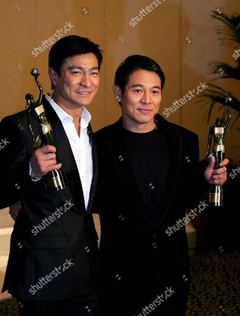 Stock Image of Hong Kong Actor Andy Lau Tak Wah (l) and Chinese Actor Jet Li Hold Their Award After Lai Being Honoured 'Best Supporting Actor' For His Role in the Movie 'Protege' and Li Being Honoured 'Best Actor' For His Performance in the Movie 'The Warlords' at the 27th Hong Kong Film Awards in Hong Kong China 13 April 2008
