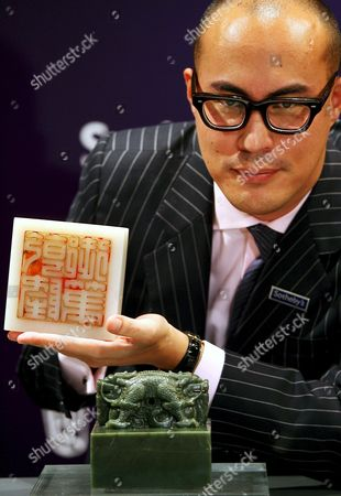 Sotheby's Expert Nicolas Chow Shows an Imperial White Jade 'Dragon' Seal (l) and the Imperial Khotan-green Jade 'Dragon' Seal During a Sotheby's Press Preview in Hong Kong China 26 August 2008 the White Jade 'Dragon' Seal That Bears the Make of the Kangxi Emperor and His Grandson the Qianlong Emperor and Was Recarved in the Mid-18th Century is Expected to Fetch in Excess of 50 Million Hong Kong Dollars (about 4 388 856 Euros) the Imperial Khotan-green Jade 'Dragon' Seal That Was Carved 1789 to Celebrate the Emperor Qianlong's Eightieth Birthday is Expected to Fetch in Excess of 20 Million Hong Kong Dollars (about 1 755 687 Euros) the Two Seals Are to Be Sold at Sotheby's Fine Chinese Ceramics and Works of Art Autumn Sale On 08 October 2008