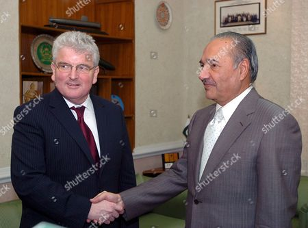 Pakistan's Defence Minister Ahmad Mukhtar (r) Shakes Hands with British Counterpart Des Browne During Their Meeting at the Pakistani Defence Ministry in Rawalpindi Pakistan 26 May 2008 a Nine-member United Kingdom Defence Delegation Led by Uk Defence Minister Des Browne is On a Three-day of Pakistan to Help in Further Expanding and Strengthening Bilateral Cooperation Between the Two Countries