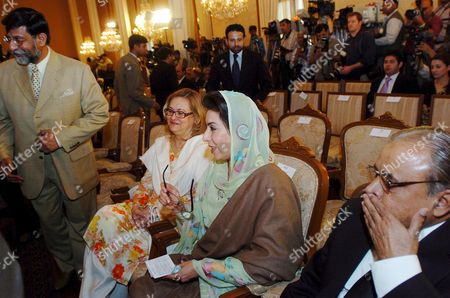 Pakistan's Outgoing Caretaker Prime Minister Muhammad Mian Soomro (l) Fehmida Mirza (2 R) the Speaker of National Assembly (lower House of Parliament) and Pakistan's Chief Justice Abdul Hameed Dogar (r) Attend Oath Taking Cereony of Yousaf Raza Geelani Pakistan's Newly Elected Prime Minister and a Leader of Slain Former Prime Minister Benazir Bhutto's Political Party Pakistan People Party Which Emerged Winner in February 18 General Elections at the Parliament House in Islamabad Pakistan 25 March 2008 Bhutto's Ppp Has Made a Coalition with the Pakistan Muslim League- Nawaz of Nawaz Sharif Who Like Bhutto is a Former Premier and Has a Comfortable Majority in Parliament