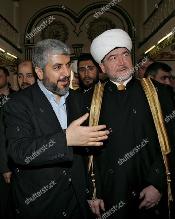Palestinian Hamas Leader Khaled Meshaal (l) Speaks with T Uslim Mufti Ravil Gainutdin (r) As They Visit a Moscow Mosque On Saturday 04 March 2006 Russia is Counting On Hamas As a Leading Political Force in Palestine to Contribute to Implementation of Agreements Reached Earlier Between Palestine and Israel