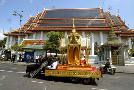 A Truck Carrying a Cinerary Urn During the Cremation Ceremony of Thai King Bhumipol Adulyadej 'S Grandson Khun Bhumi Jensen Passes by the Thai Buddhist Temple Wat Po in Bangkok Thailand Saturday 30 April 2005 Khun Bhumi Jensen the Only Son of Princess Ubolratana Rajakanya the Eldest Daughter of Their Majesties the King and Queen Died When the Tsunami Struck the Andaman Coast in Southern Thailand On 26 December