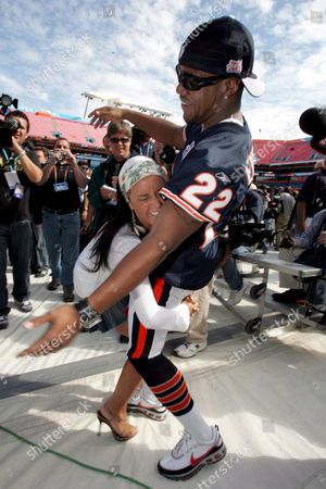 Stock Photo of Chicago Bears Player Tyler Everett (r) Begins to Fall As Tv Azteca Reporter Ines Gomez Mont Tries to Tackle Him During Super Bowl Xli Media Day at Dolphin Stadium in Miami Florida Tuesday 30 January 2007 the Chicago Bears Will Face the Indianapolis Colts in Super Bowl Xli On Sunday 04 February 2007