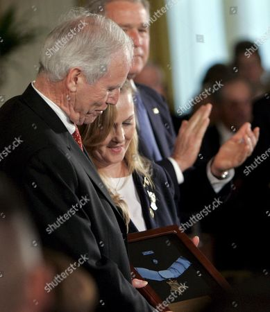 U S President George W Bush (r) Applauds As Daniel Murphy (l) and His Wife Maureen Murphy (c) Look at the Medal of Honor During a Ceremony in the East Room of the White House in Washington D C Usa On 22 October 2007 Daniel and Maureen Murphy's Son Michael a Navy Seal Was Awarded Posthumously the Medal of Honor For Acts of Valor During Combat in Afghanistan the Medal of Honor is the Highest Honour a Member of the U S Military Can Receive