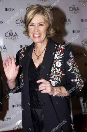 Janie Fricke Waves As She Arrives at the Grand Ole Oprey House For the Country Music Awards Wednesday 05 November 2003 in Nashville Tennessee