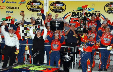 Team Owner Richard Childress (l) Driver Jeff Gordon (c) and Crew Chief Robbie Loomis (r) Hold Trophies As They Celebrate Winning the 47th Daytona 500 at the Daytona International Speedway in Daytona Beach Florida 20 February 2005 Gordon Captured the 47th Running of the Daytona 500 and Crossed the Finish Line 0 158 Seconds in Front of Runner-up Kurt Busch For His Third Daytona 500 Win