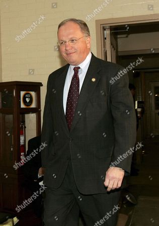 U S Representative Tom Reynolds (republican / New York) Arrives at the House Ethics Committee Hearing to Testify in Connection to the Scandal Surrounding Former Congressman Mark Foley On Capitol Hill Tuesday 24 October 2006 Reynolds Has Said He Learned About Inappropriate Emails From Foley to a 16 Year Old Congressional Page Last Spring and Told House Speaker Dennis Hastert About Them