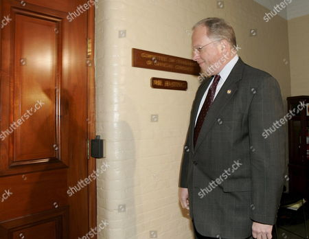 Us Representative Tom Reynolds (republican / New York) Arrives at the House Ethics Committee to Testify in Connection to the Scandal Surrounding Former Congressman Mark Foley On Capitol Hill Tuesday 24 October 2006 Reynolds Has Said He Learned About Inappropriate Emails From Foley to a 16 Year Old Congressional Page Last Spring and Told House Speaker Dennis Hastert About Them