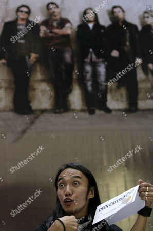 Filipino Singer Arnel Pineda Gestures As He Joins Us 'Journey' Rock Band's Mainstays Ross Valory Neal Schon Deen Castronovo Jonathan Cain (unseen) During a Press Conference in Quezon City East of Manila Philippines 02 March 2009 Pineda is the Band's New Lead Vocalist Journey is in Manila For a One Night Concert