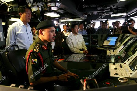 Prince Haji Al-muhtadee Billah (c) the Crown Prince of Brunei Darussalam Tours the Interior of a Landing Ship Tank at Changi Naval Base with Singapore Minister of Defence Teo Chee Hean (l) On Wednesday 09 March 2005 the Prince is in the City State For an Official Five-day Visit to Reaffirm Good Bilateral Ties Between Brunei and Singapore