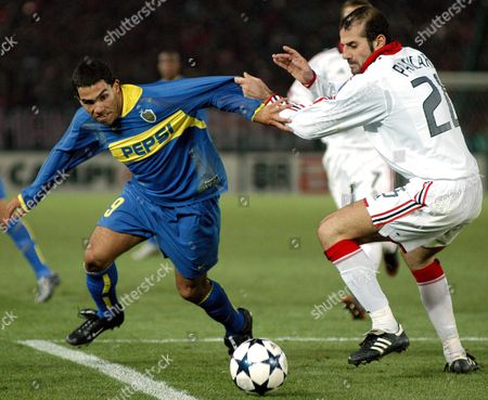 Ac Milan's Defender Giuseppe Pancaro (r) Tries to Stop Boca Juniors Forward Carlos Alberto Tevez During the Toyota Cup Final in Yokohama On Sunday 14 December 2003