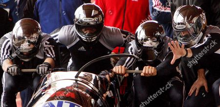 Us Bobsleigh Team (l-r) Steve Mesler Garrett Hines Pavle Jovanovic and Todd Hays Are Seen Starting Their Second Run in Which They Crashed During the 2005/06 Fibt Ait 4 Man Bobsleigh World Cup in Lake Placid New York Sunday 20 November 2005