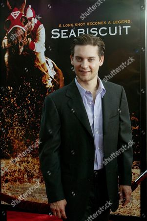 Us Actor Toby Maguire Poses For Photographers As He Arrives at the Premiere For His Movie 'Seabiscuit' in Los Angeles 22 July 2003 Maguire Portrays Jockey Red Pollard in the True Story of Famed Racehorse Seabiscuit Epa Photo/epa/brendan Mcdermid United States Los Angeles