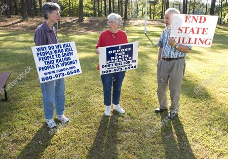 Anti Death Penalty Protesters Mary Sinclair (l) Lora Shain (m) and Ed Weir Stand Outside the Georgia Diagnostic and Classification Prison Before the Scheduled Execution of Convicted Murderer William Earl Lynd by Lethal Injection in Jackson Georgia Usa On 06 May 2008 Lynd Would Be the First Inmate Nationwide to Be Executed by Lethal Injection Since the U S Supreme Court Issued a Decision Last Month Upholding the Constitutionality of the Procedure in Kentucky Lynd Was Convicted For the 1988 Murder of His Live-in Girlfriend Virginia 'Ginger' Moore