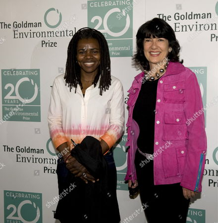 Us Singer Tracy Chapman (l) and Cnn Journalist Christiane Amanpour Arrive at the Green Carpet Before the 20th Annual Goldman Environmental Prize in the War Memorial Opera House in San Francisco California Usa 20 April 2009 Chapman Performed During the Event As Amanpour Ws the Master of Ceremonies
