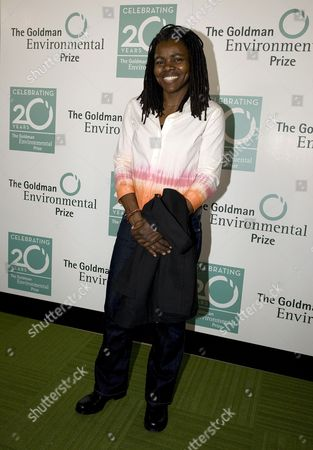 Us Singer Tracy Chapman Arrives at the Green Carpet Before the 20th Annual Goldman Environmental Prize in the War Memorial Opera House in San Francisco California Usa 20 April 2009