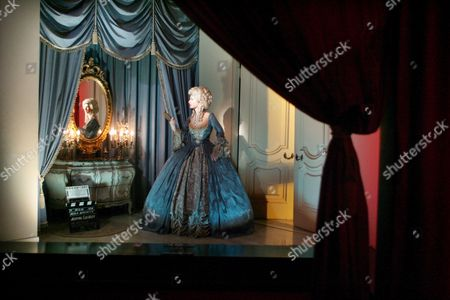 Stock Image of A Model of Actress Norma Shearer On the Set of the Movie Marie Antoinette at the Movieland Wax Museum in Buena Park California Thursday 20 October 2005 It Was Announced Wednesday 19 October 2005 That the 43-year-old Movieland Wax Museum Will Close On Halloween 31 October 2005 Because of Increased Competition From Upscale Shopping Malls and Nearby Amusement Parks Including Disneyland and Knotts Berry Farm Its Owner Said