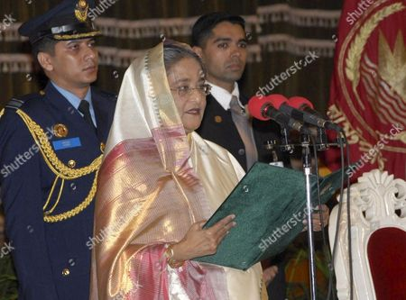 Bangladesh's New Prime Minister Sheikh Hasina (l) Swearing in As the As the 12th Premier of the Country in the Parliament in Dhaka Bangladesh 06 January 2009 Bangladeshs President Iajuddin Ahmed Appointed Awami League (al) Leader Sheikh Hasina Wazed As Prime Minister of the Country On a Five Year Tenure Officials Said Hasina Won a Crushing Victory On 29 December 2008 General Elections Leaders of Several Political Parties Former Ministers Judges Diplomats Civil and Military Bureaucrats and the Countrys Elites Attended the Swearing-in Ceremony