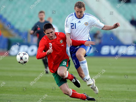 Alexsandar Tunchev of Bulgaria (l) Challenges For the Ball with Jonatan Johansson of Finland During Their Friendly Soccer Match in Sofia Bulgaria 26 March 2008