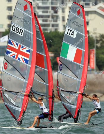China's Yin Jian Races Against Bryony Shaw of Great Britain and Alessandra Sensini of Italy During the Womens Rs X Windsurfing Event in Qingdao China 20 August 2008 Yin Jian of China Won Gold Giving China Its First Ever Olympic Sailing Gold