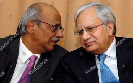 C Ramakrishnan (l) Chief Financial Officer Tata Motors and Ravi Kant (r) Managing Director Tata Motors During the Announcement of the Companies Audited Results For the Third Quarter Ended 31 December 2008 of the Accounting Year 2008-2009 in Mumbai India 30 January 2009