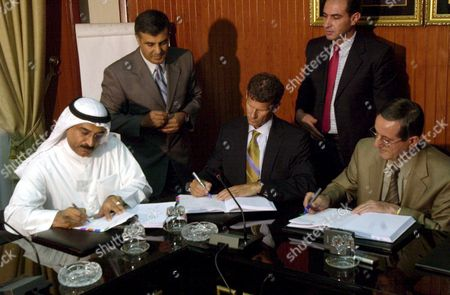 Syrian Minister of Oil Ibrahim Hadad (r) President of Canadian Energy Oil Company Hugh Ross (c) Abdullah El-neibariy of the Kuwiti Company For Foreign Oil Exploration Signing in Damascus On Wednesday 17 August 2005 an Agreement to Explore Oil and Gas in Syria