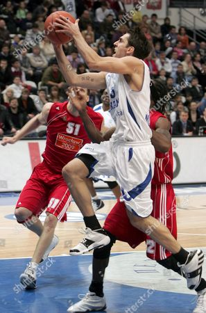 Milos Vujanic (front) of Dynamo (moscow) Attacks As Jared Homan (l) and Torell Martin (r) of Asko Slask (wroclaw) Tries to Stop Him During Their Basketball Uleb Cup Match in Moscow Russia 26 February 2008
