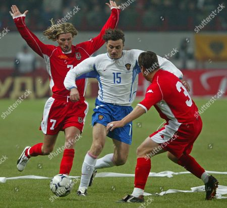 Robbie Savage (l) and Darren Barnard (r) of Wales Fight For the Ball with Russian Rolan Gusev (c) During the Euro 2004 Soccer Play-off Match Between Russia and Wales in Moscow 15 November 2003