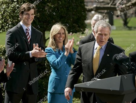 New York Giants Quarterback Eli Manning (l) and Fitness Celebrity Denise Austin Applaud U S President George W Bush As He Arrives to Speak About the 'National President's Challenge' at the White House in Washington Dc Usa On 20 March 2008 the National President's Challenge is a Six Week Physical Activity Challenge Designed to Improve the Health of U S Citizens
