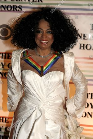 Stock Image of Us Singer Diana Ross Arrives For the Kennedy Center Honors Gala and Performance at the Kennedy Center in Washington Dc Usa On 02 December 2007 Leon Fleisher (music) Steve Martin (comedy) Diana Ross (music) Martin Scorsese (film) and Brian Wilson (music) Are Being Honoured For Their Lifetime Contributions to American Culture the Gala Performance Will Be Attended by Political Dignitaries and Artists From Around the World
